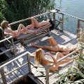 chicas haciendo relax