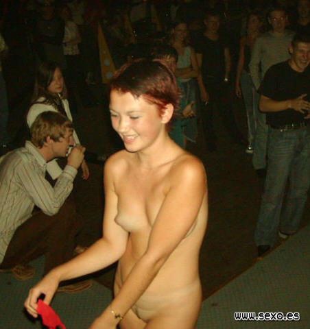 Chicas desnudas en discotecas, coñitos