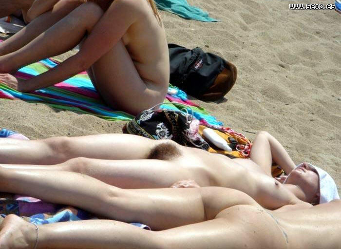 Follando en la playa nudista - Canalpornocom